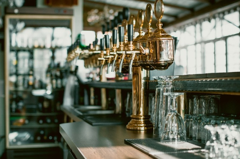 interior-design-jobs-hospitality-pub-beer-taps