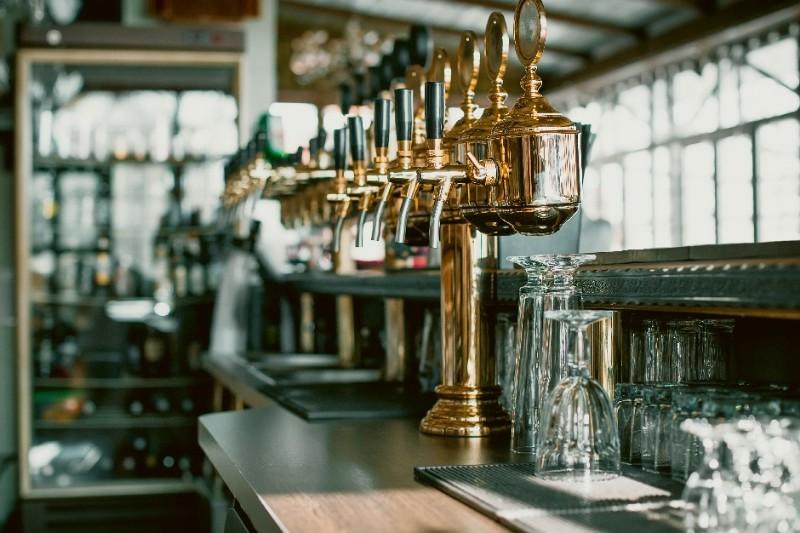interior-design-jobs-hospitality-pub-beer-taps-s.jpg